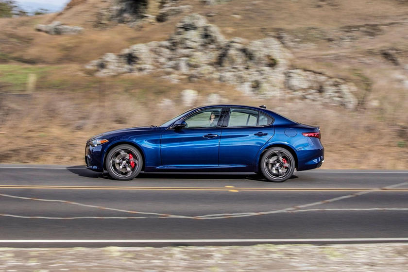 2019 Alfa Romeo Giulia side view