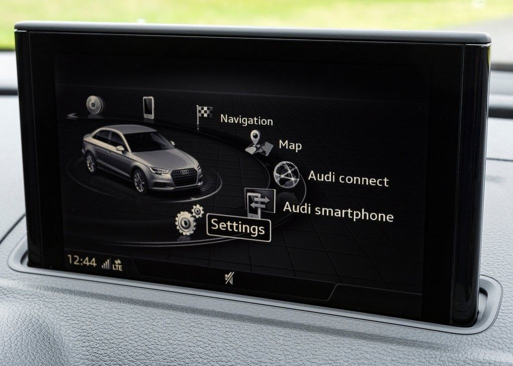 2020 Audi RS3 touchscreen display