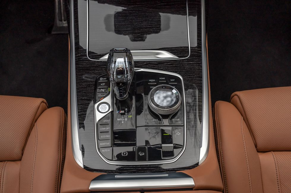 2021 BMW X7 Center console