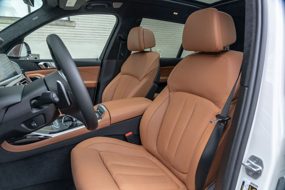 2021 BMW X7 Front seat