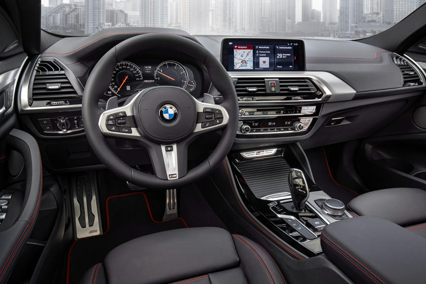 2020 BMW X4 cockpit area