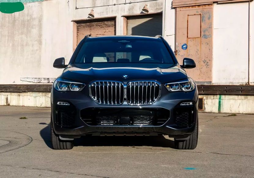 2022 BMW X5 SUV front view