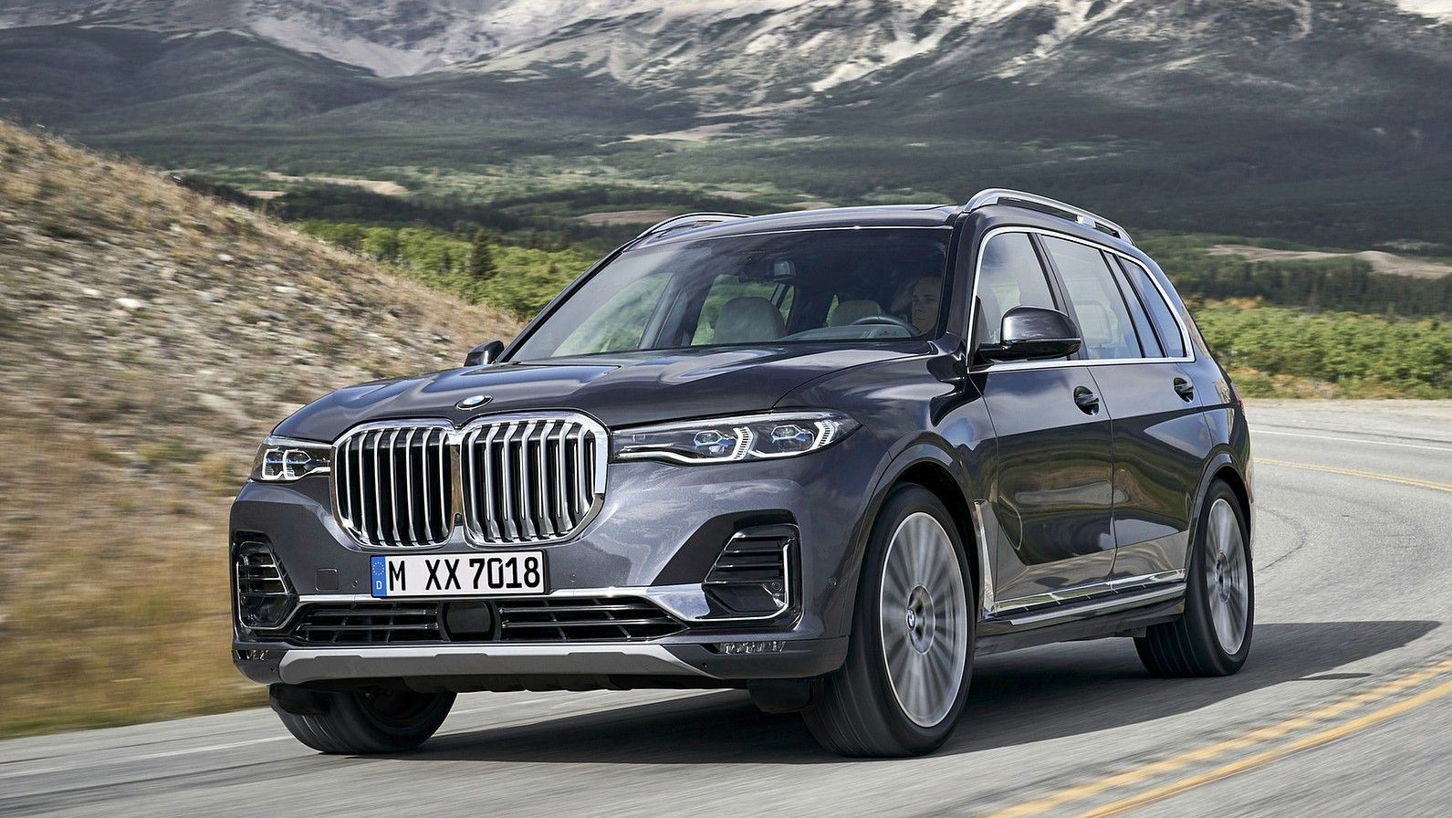 2020 BMW X7 front 3 quarters gray