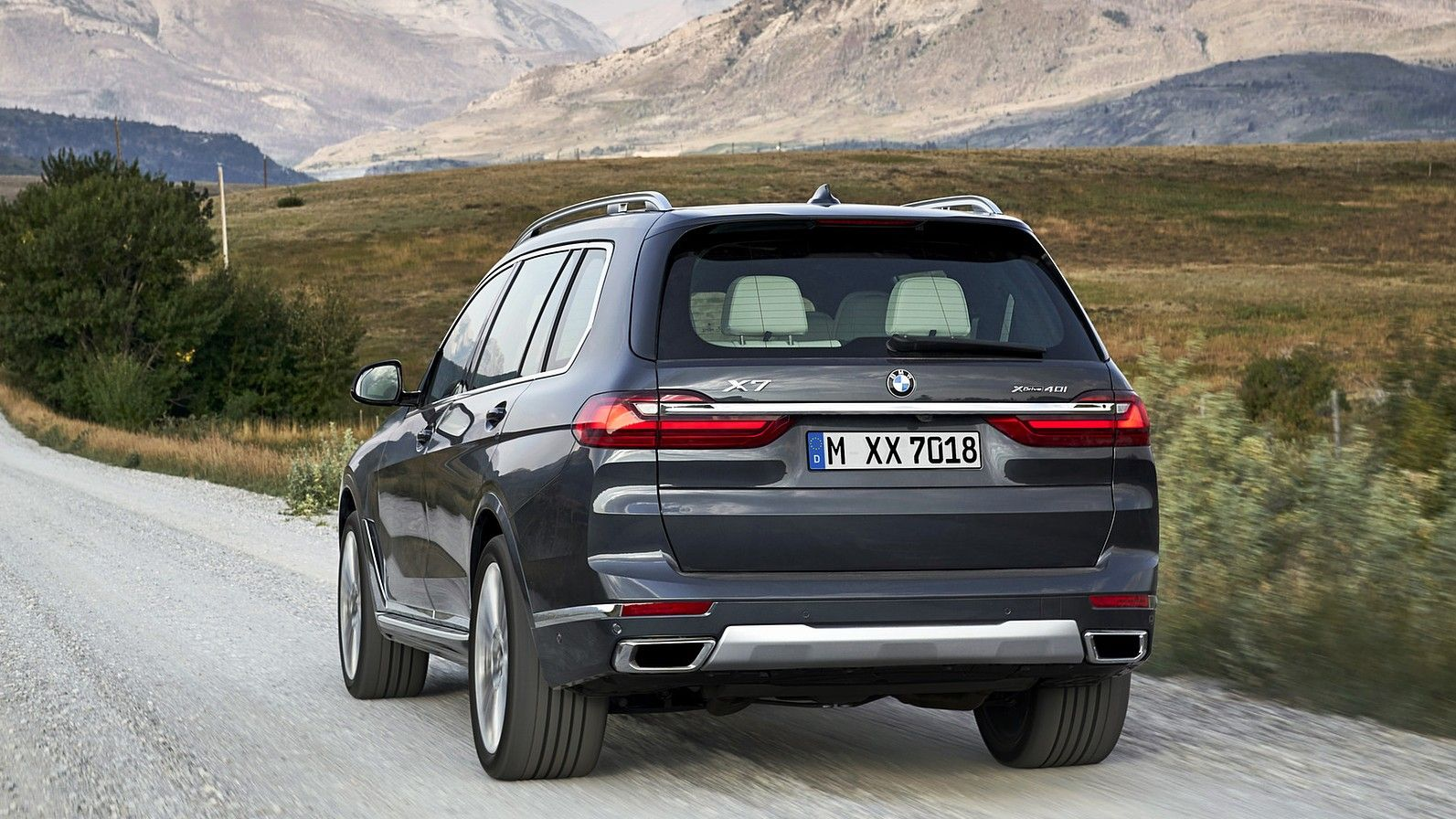 2020 BMW X7 rear 3 quarters gray
