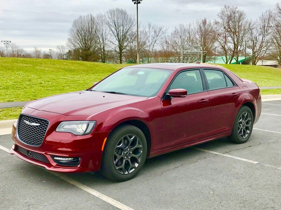 2019 Chrysler 300 Front View
