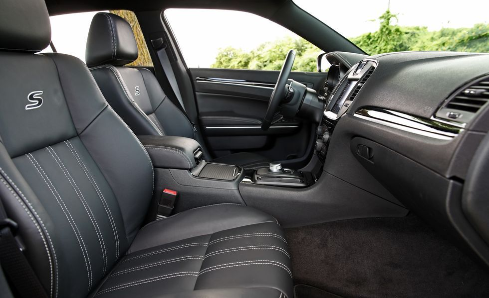 2019 Chrysler 300 front seat