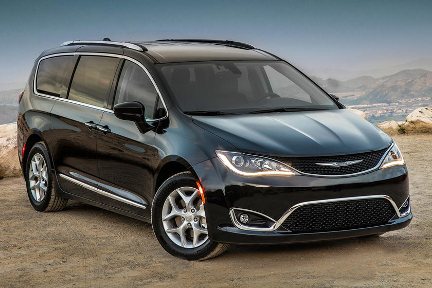 2020 Chrysler Pacifica Front View