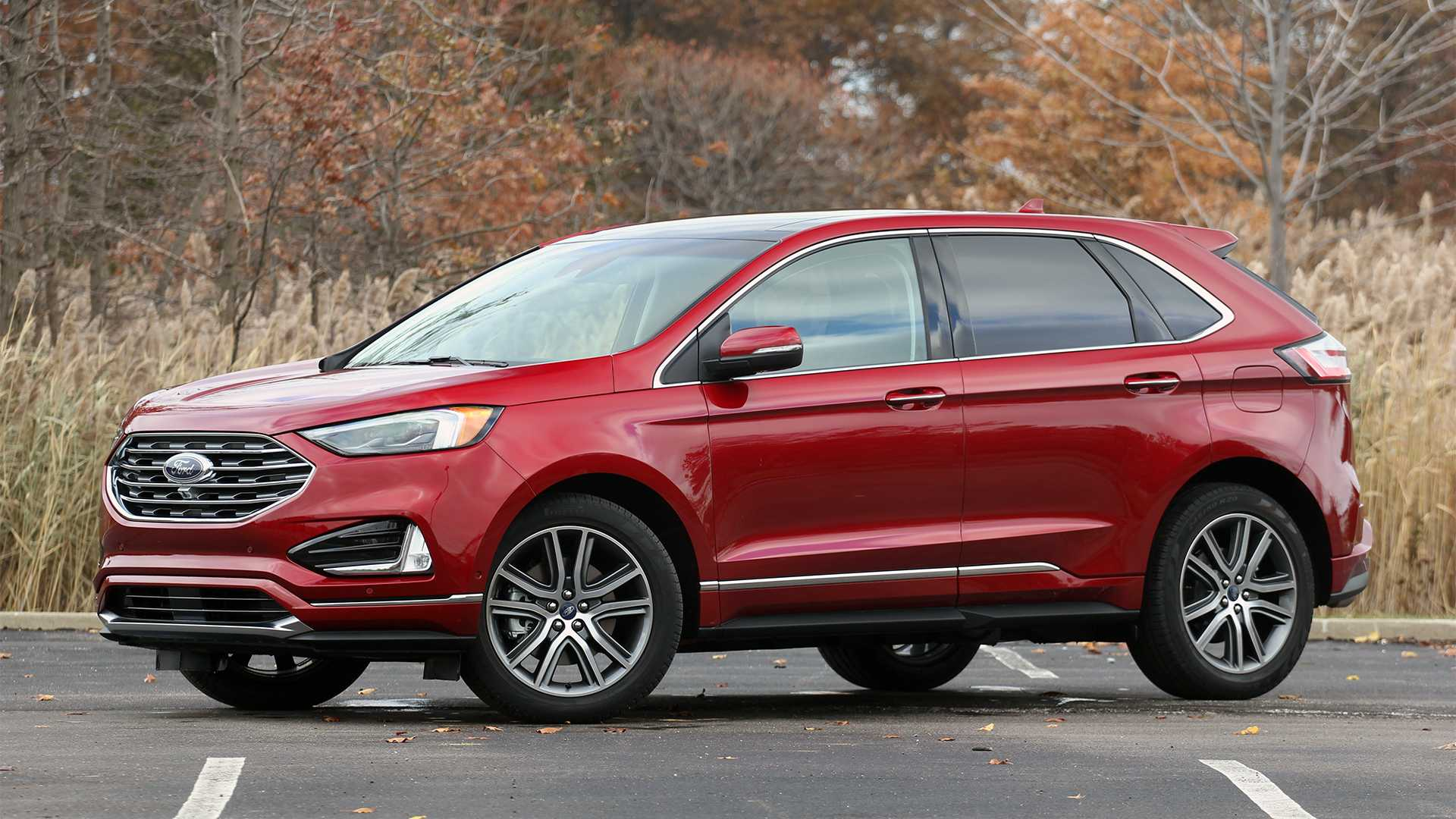 2020 Ford Edge Front Three-quarter View