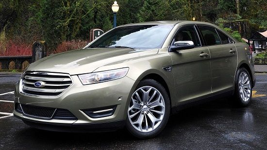 2019 Ford Taurus Front Three-Quarter View