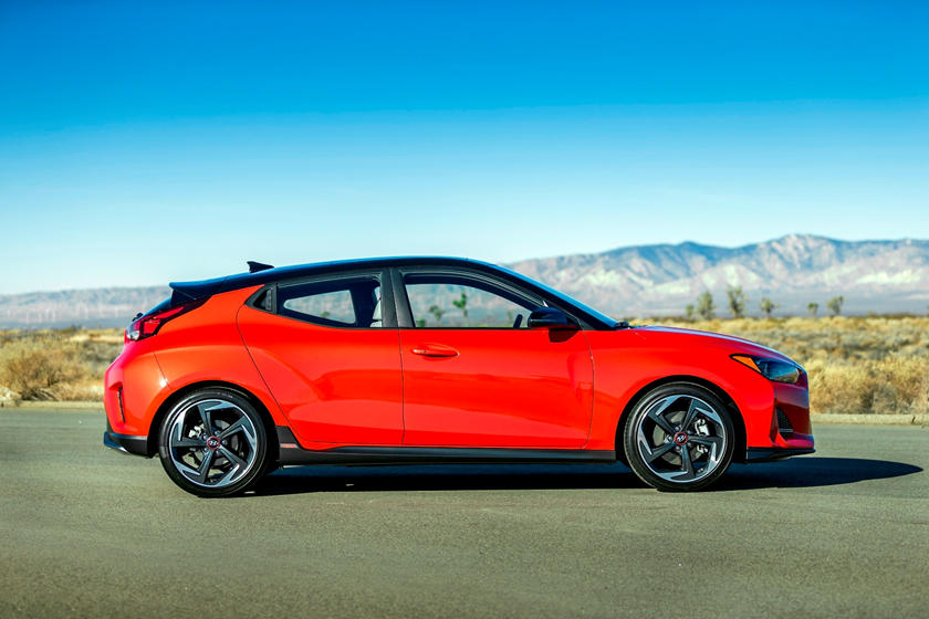 2019 Hyundai Veloster Side view