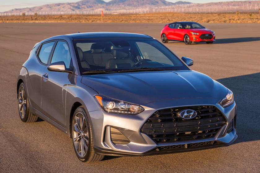 2019 Hyundai Veloster Front Three-quarter view