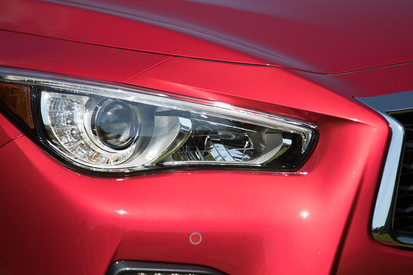2020 Infiniti Q50 headlight