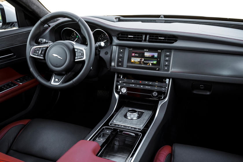2020 Jaguar XF dashboard