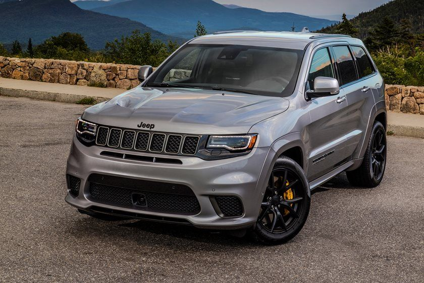2019 Jeep Grand Cherokee three quarter view
