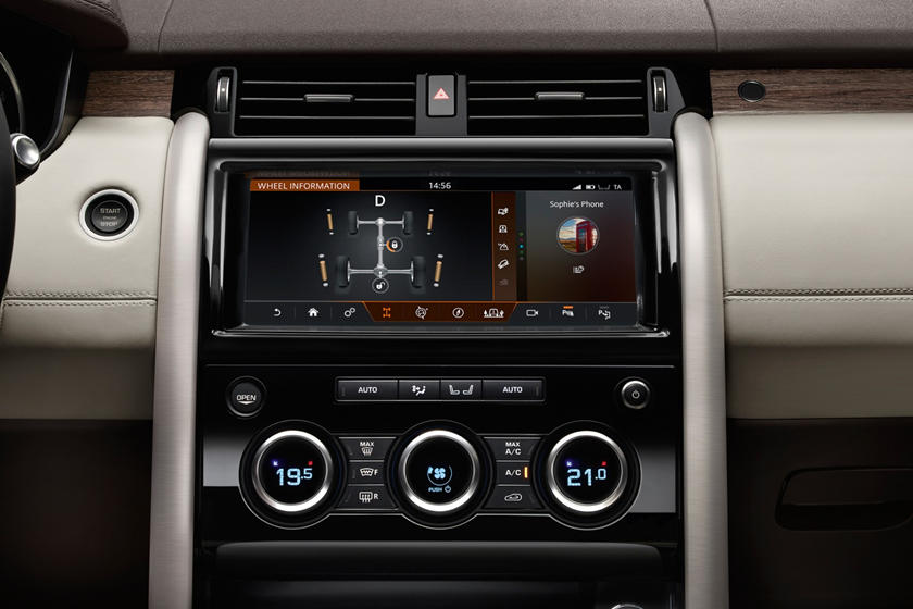 2020 Land Rover Discovery infotainment
