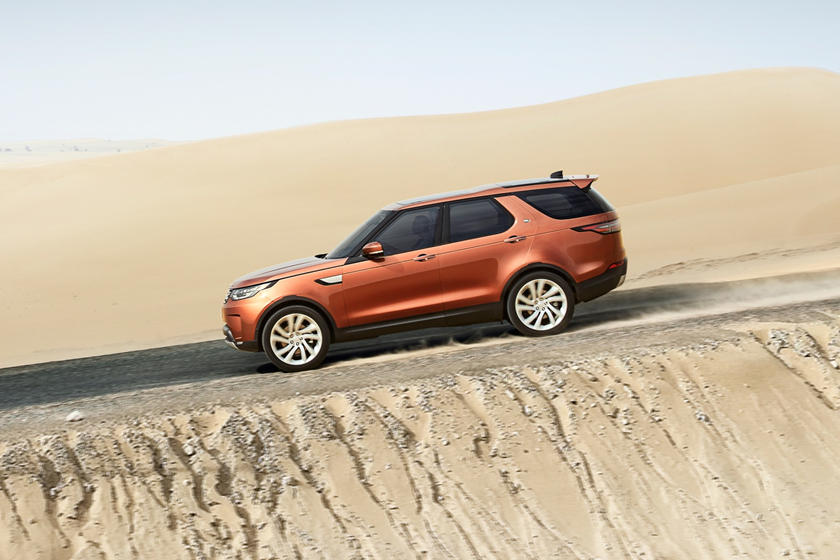 2020 Land Rover Discovery side view
