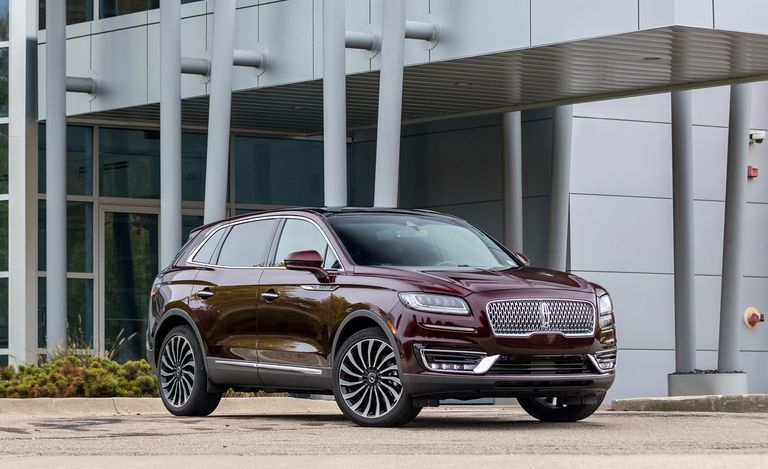 2020 Lincoln Nautilus front View