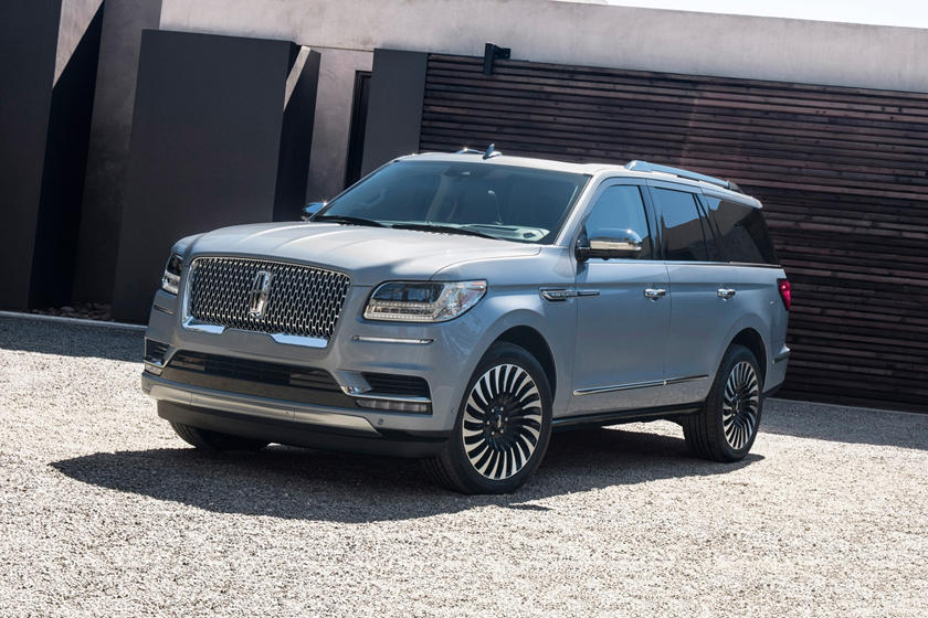 2019 Lincoln Navigator three quarter view