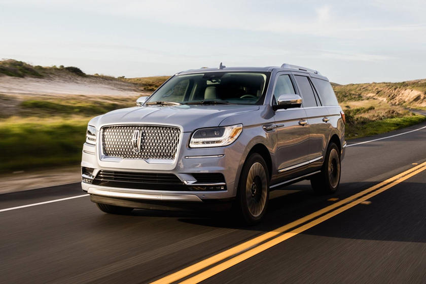 2019 Lincoln Navigator front three quarters silver view