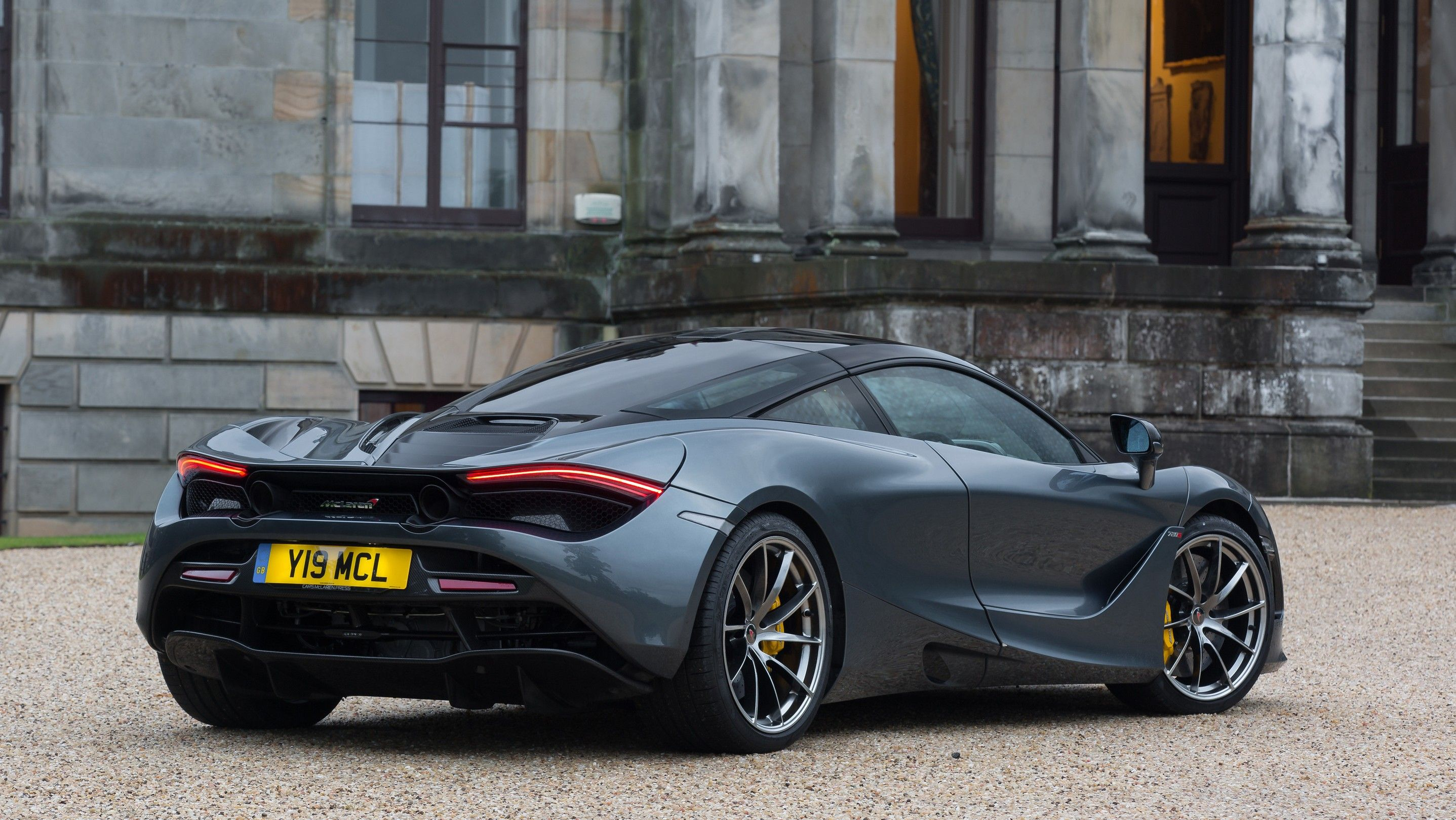 2020 Mclaren 720s coupe Rear Three-quarter View