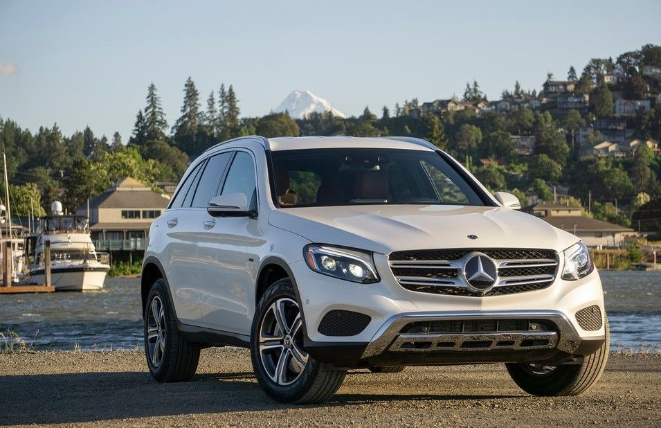 2020 Mercedes Benz GLC 350e PHEV Angular Front View