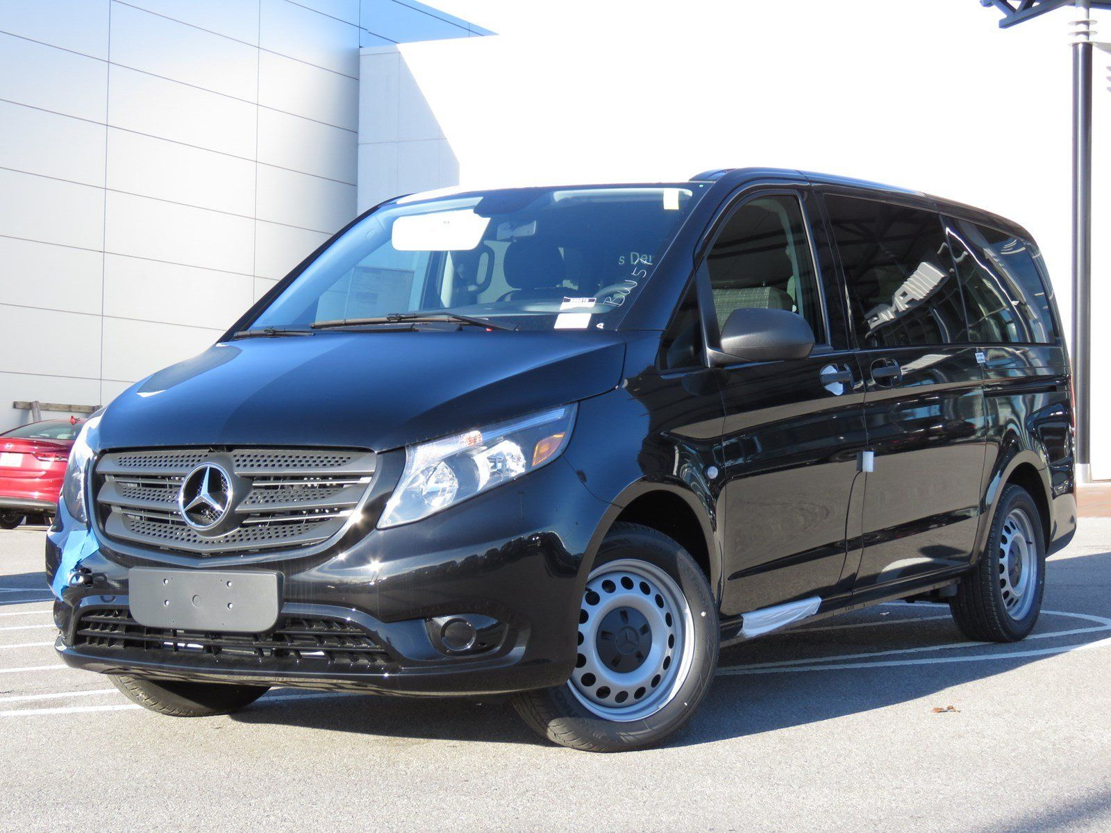 2019 Mercedes Benz Metris Passenger Van front three quarters black