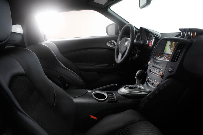 2020 Nissan 370z front seat