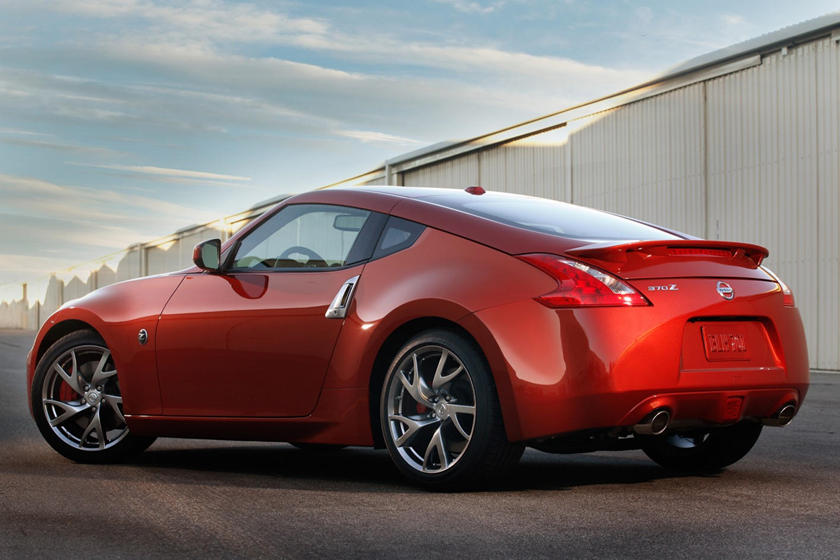2020 Nissan 370z rear view