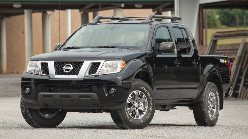 2019 Nissan Frontier Crew Cab PRO-4X front three quarters black