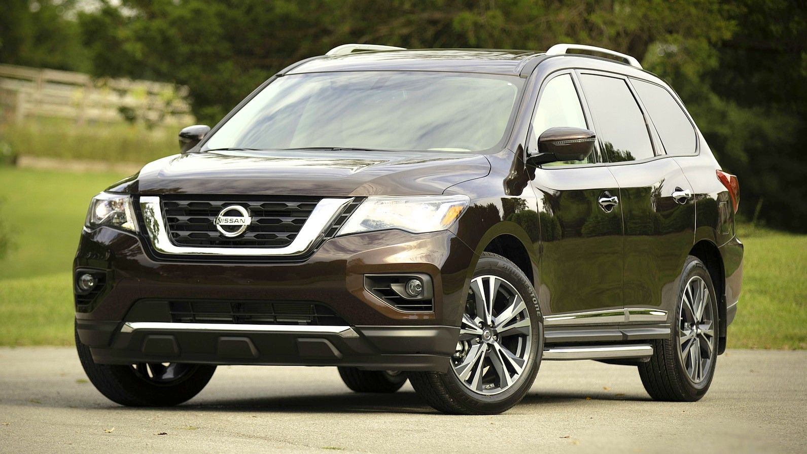 2020 Nissan Pathfinder front three quarters brown