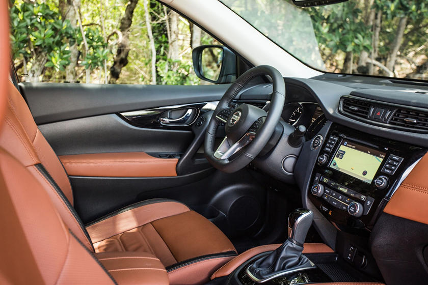 2020 Nissan Rogue front seat