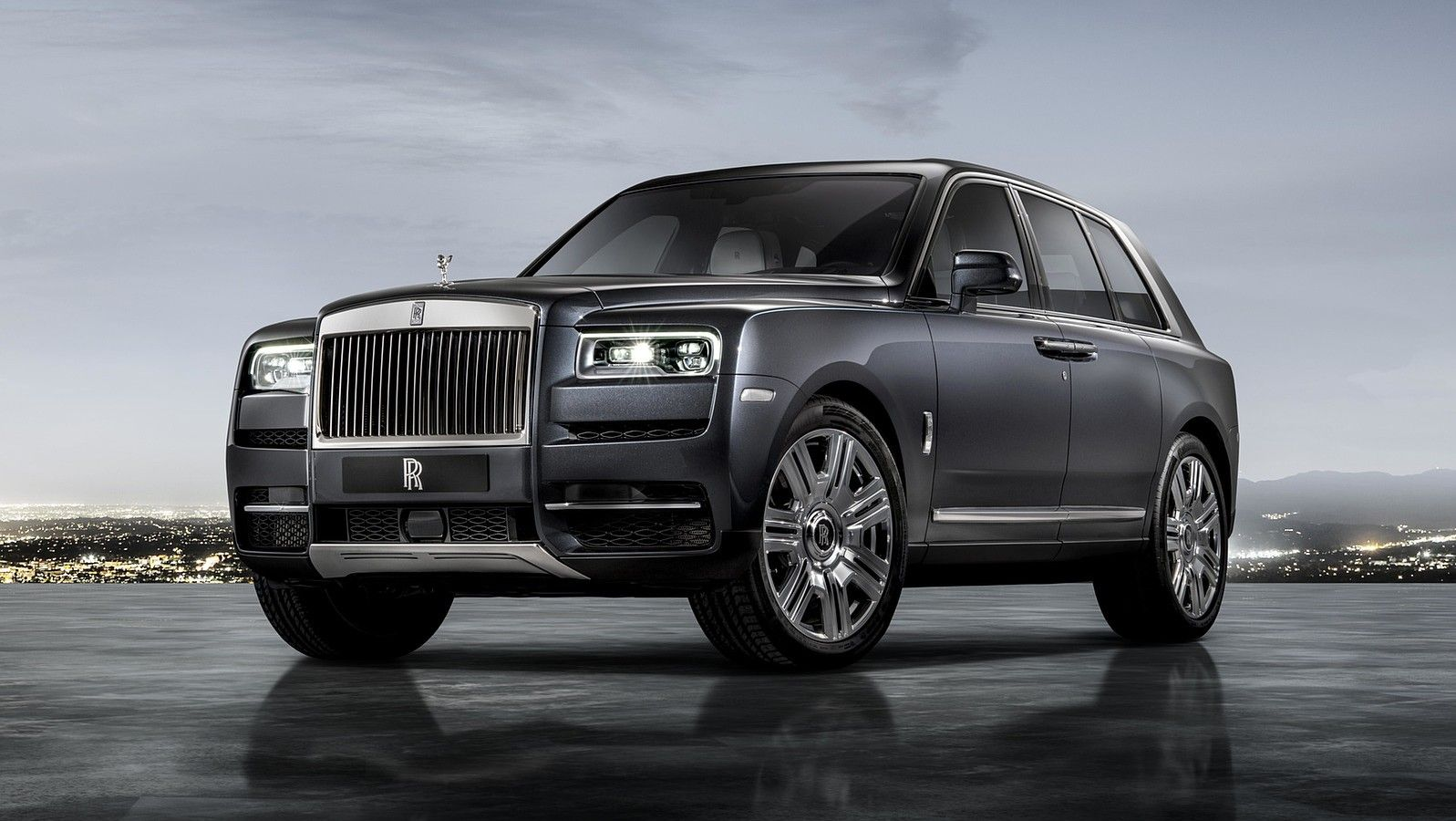 2020 rolls royce cullinan grey front three quarters