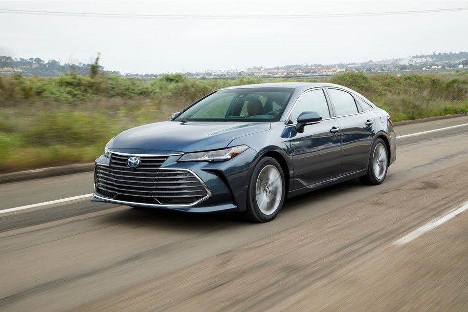 2020 Toyota Avalon Hybrid Angular Front View