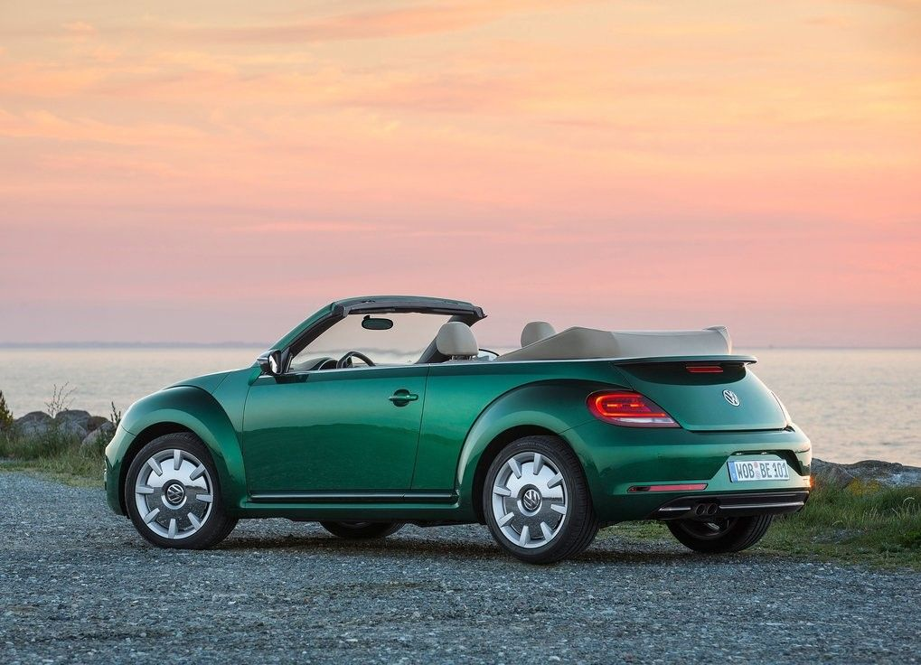 2019 VW Beetle Convertible Angular Rear View