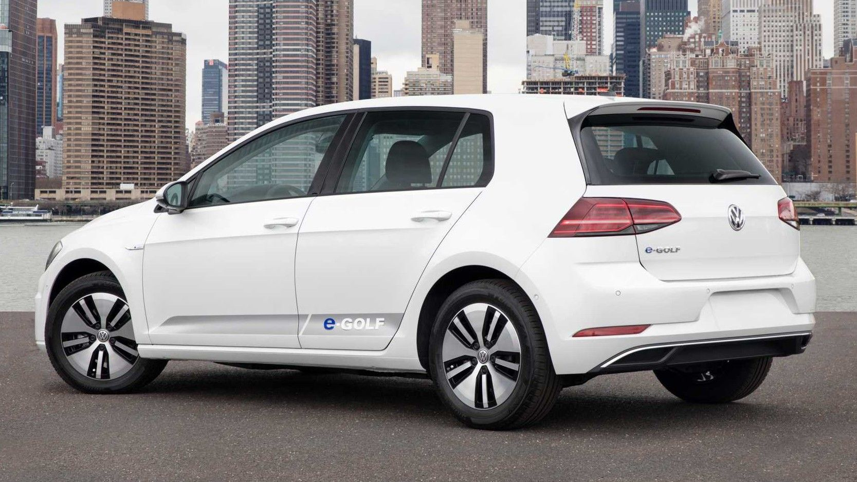 2019 Volkswagen E-Golf Rear Three quarter View