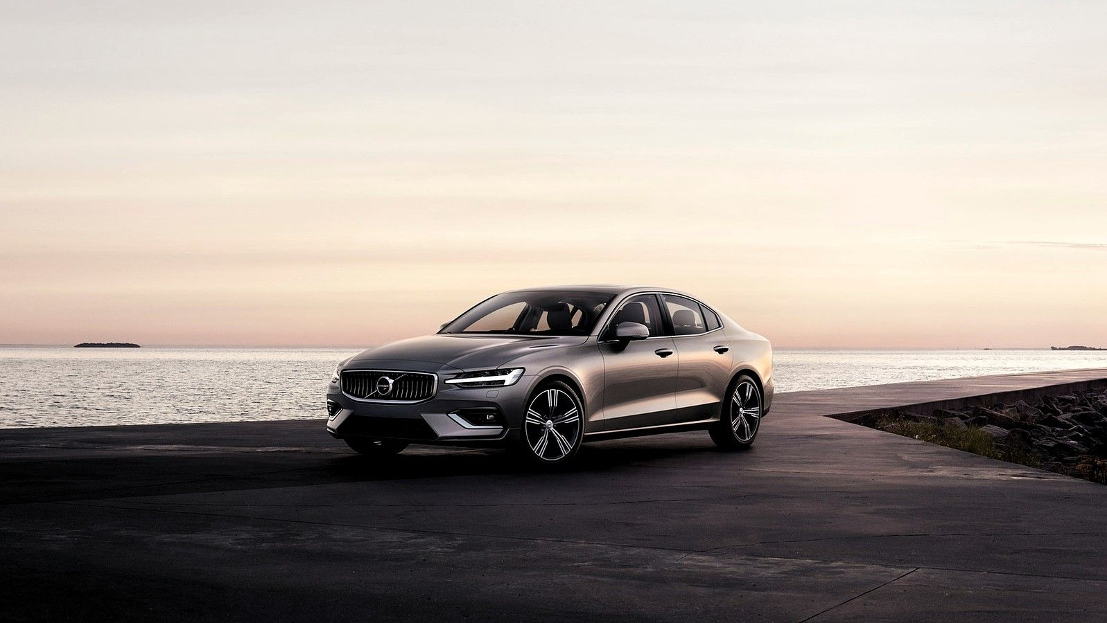2020 Volvo S60 front three quarters silver