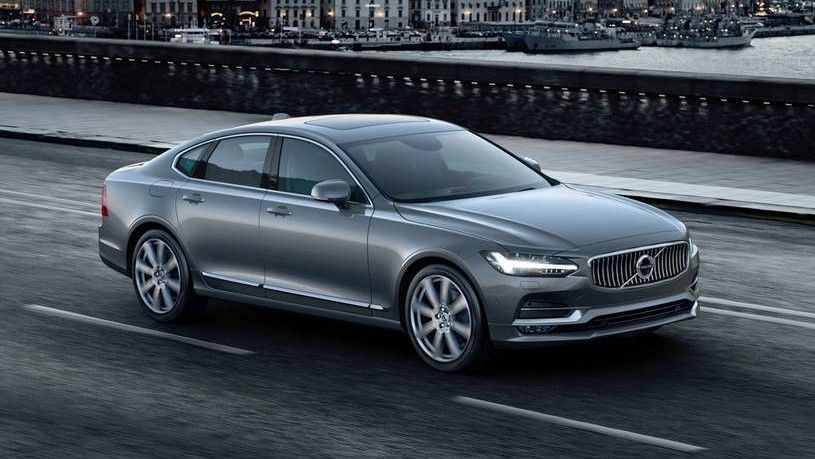 2020 Volvo S90 Front Three-quarter View
