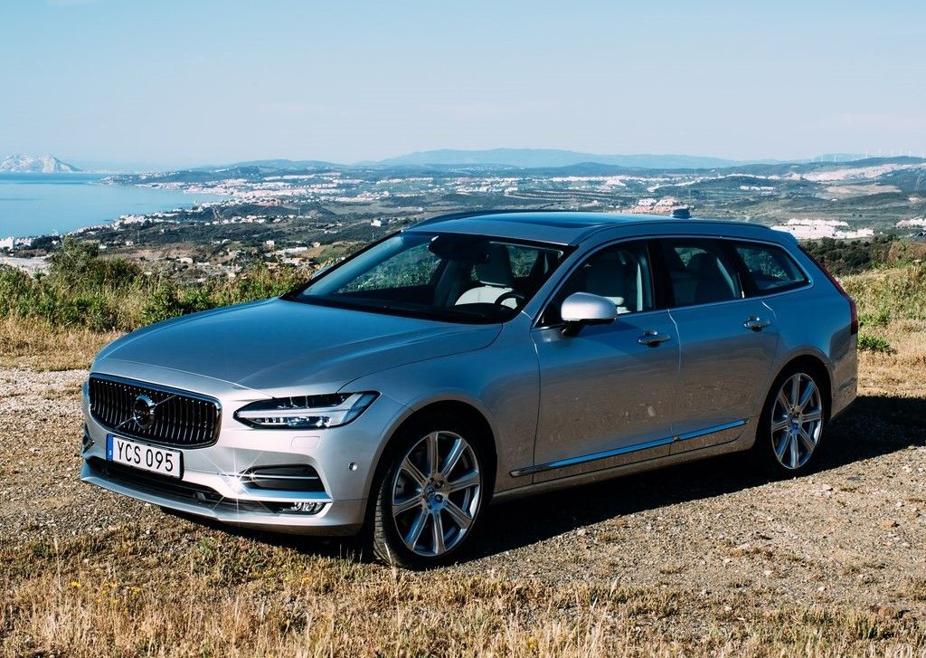 2020 Volvo V90 Angular Front View