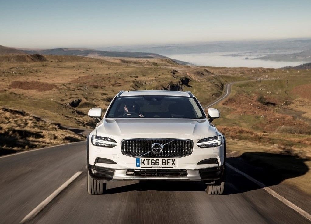 2019 Volvo V90 Cross Country Front View