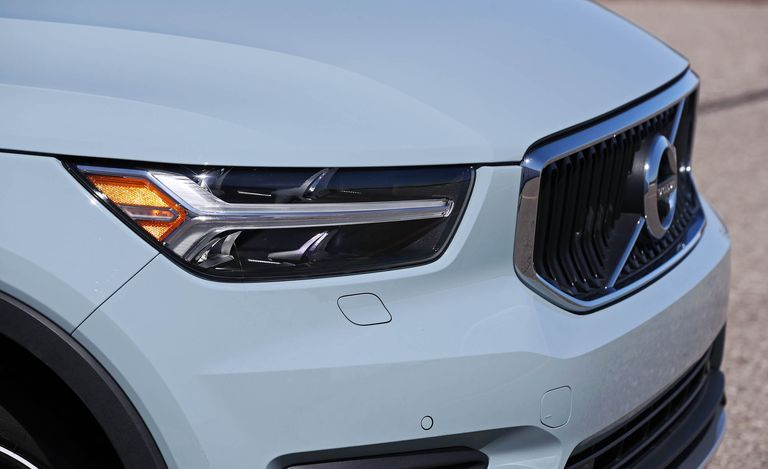 2020 Volvo XC40 Front LED Headlamps