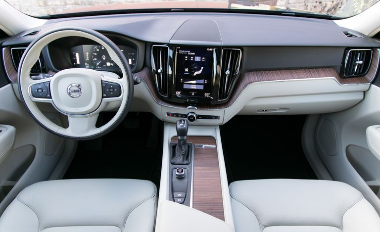 2019 Volvo XC60 cockpit area