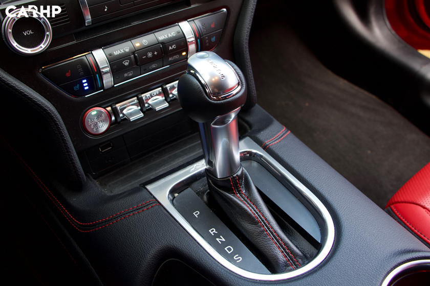 2020 Ford Mustang GT Convertible center console