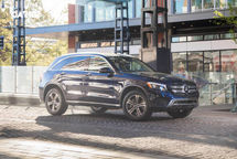 2020 Mercedes-Benz GLC 350e plug-in hybrid Right Side View