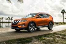 2020 Nissan Rogue Left Side View